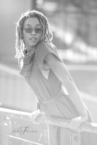 séance photo en extérieur à Pau. Portrait en noir et blanc par le photographe Fabien Ferrère à Pau et autour de Pau